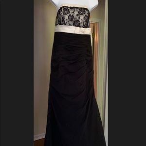 Dresses & Skirts - Long black/ivory formal prom or bridesmaids dress